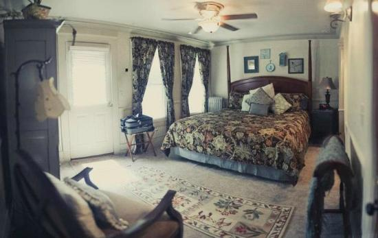 J. Palen House Bed &amp; Breakfast: The Webster Room