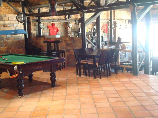 Amigos Guesthouse: Pool Table in the Restaurant Bar Area