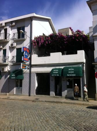 Hotel Douro: view of hotel from the street