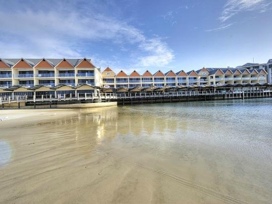 Quality Suites Crest Mandurah