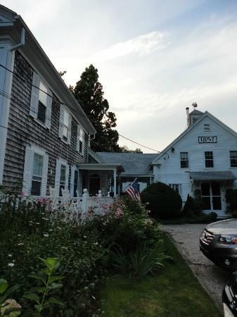 Isaiah Hall Bed and Breakfast Inn: quiet