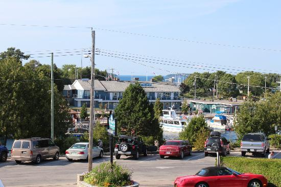Blue Bay Motel: View of Little Tub harbour from the motel.