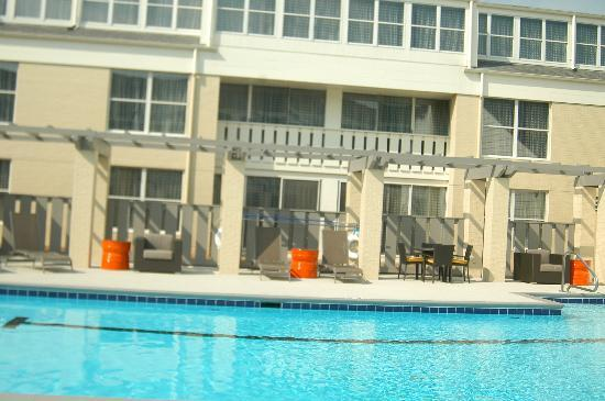 DoubleTree Suites by Hilton Huntsville-South: Pool