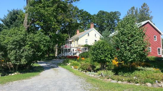The Saratoga Farmstead: View of B&B from the parking lot