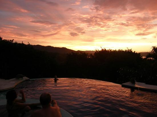 Linda Vista Hotel: pool at sunset