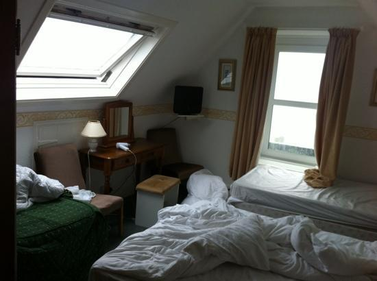 Longships Hotel: Our (messy) room