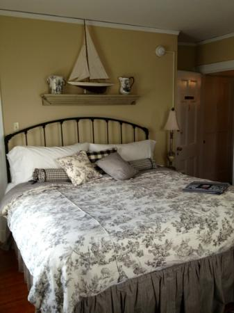 1907 Bragdon House Bed & Breakfast: The lovely Phoebe