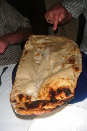 Dorrington, UK: Got to be the biggest Naan bread we&#39;d ever seen.......!!