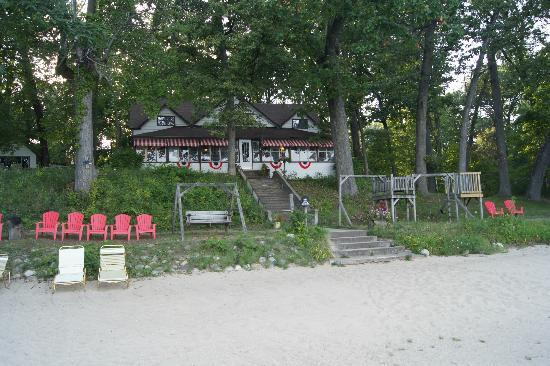 Lawrence, MI: The Lodge - we ate on the porch overlooking the lake