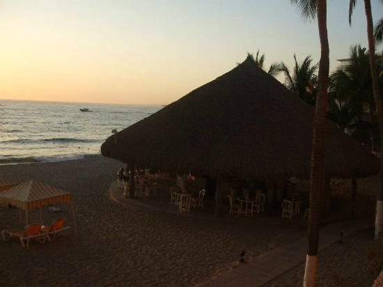Golden Crown Paradise Resort Puerto Vallarta: View from our room at sunset