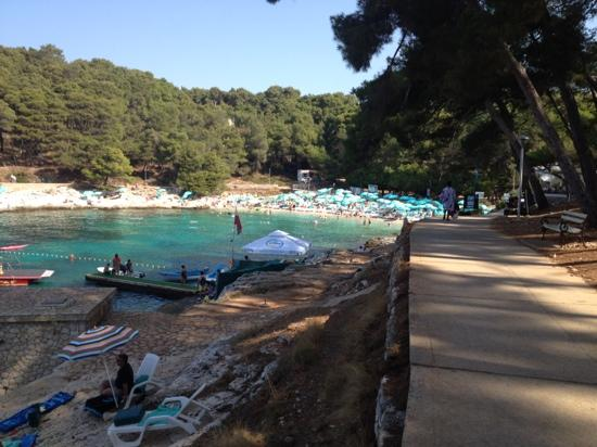 Hotel Vespera: pretty but crowded beach