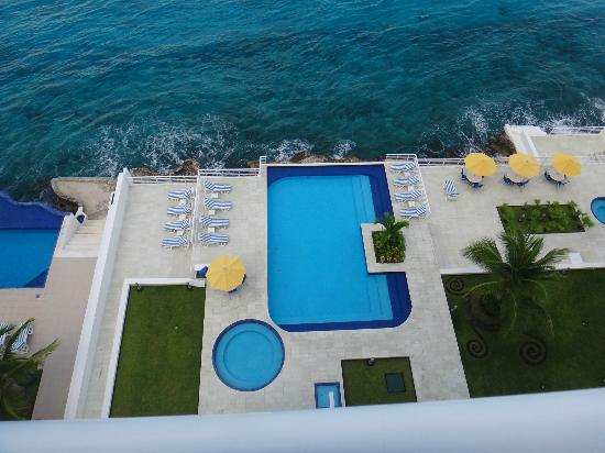 Nah Ha Condominiums: Condo Pool