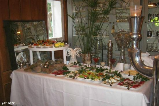 Reinbek, Germania: A small part of the breakfast buffet