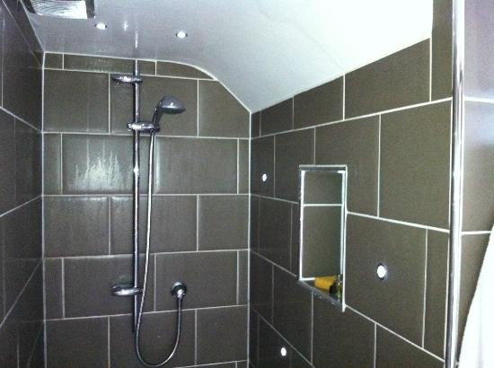 Heathmount Hotel : High-tech shower 