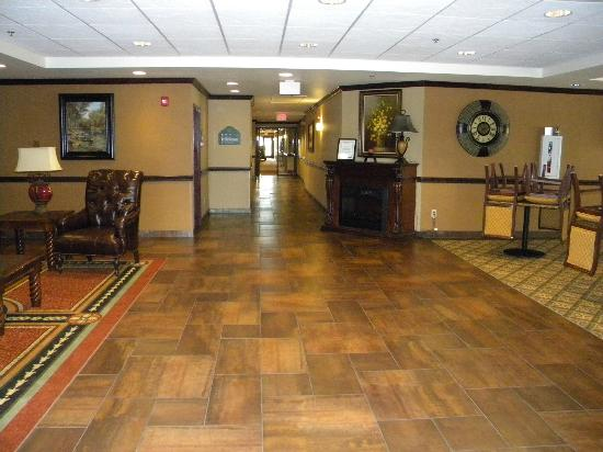 Wingate by Wyndham Abilene: This is our entry way