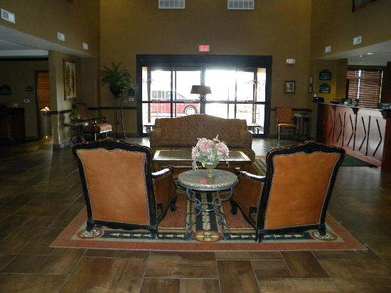 Wingate by Wyndham Abilene: Our sitting area