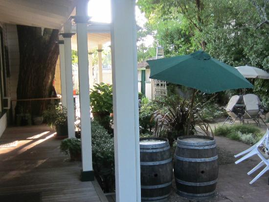 Brannan Cottage Inn: outside area