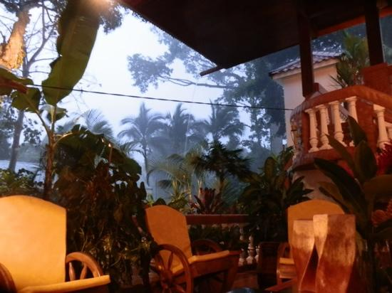 Hotel Villabosque: outdoor comfort, even under heavy rain