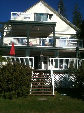 Willow Point Beach House B&B: 2 Rooms are the bottom terrace