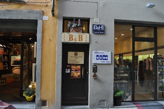 Rugapiana Vacanze: Here is the entrance along the street