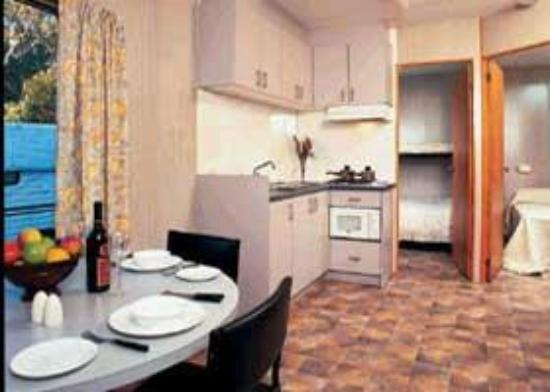 Cowes Caravan Park: Inside of a Deluxe Cabin.