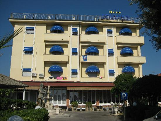 Photo of Hotel Colombo Lido Di Camaiore