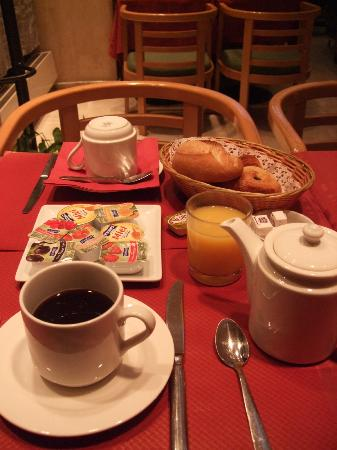 Hotel Choiseul Opera: breakfast