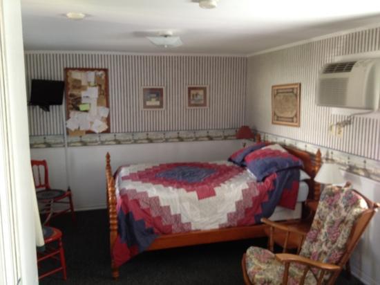 Blue Anchor Motel: main room of #4