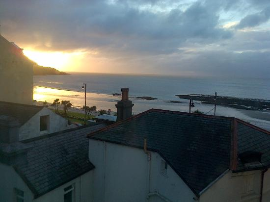 The Edelweiss Guest House: Beautiful sunrise seen from the room.