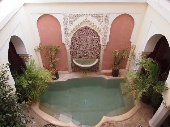 Riad Calista: Pool and Fountain