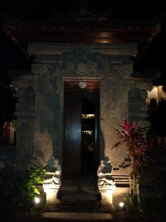 Puri Sading Hotel: Gate to the pool