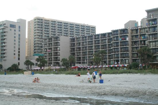 Sand Dunes Resort & Spa: The tall angles one is where we stayed, Awesome view of beach,boats,fireworks, sunrise!!