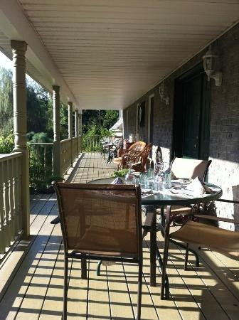 Highland Manor Bed and Breakfast: Breakfast in the balcony