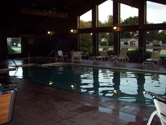 AmericInn Lodge &amp; Suites Sturgeon Bay: pool