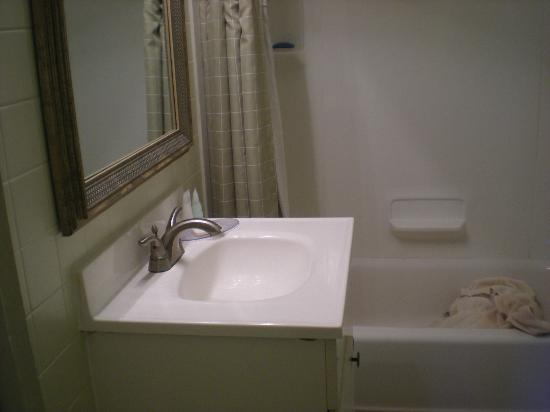 "Inn At Deep Creek: 24"" vanity."