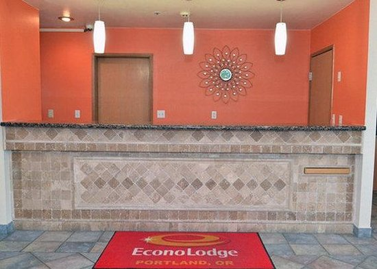 Econo Lodge at Port of Portland: Resize