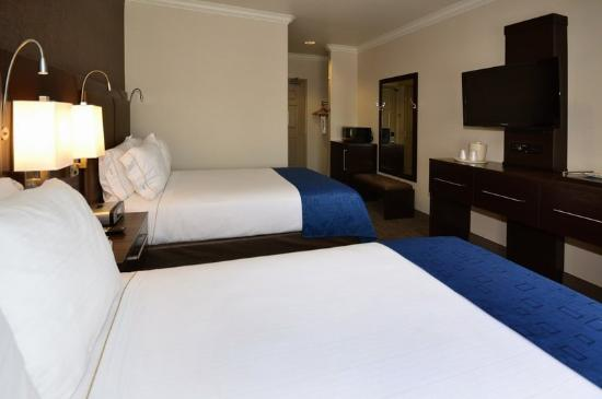 Holiday Inn Express Hotel &amp; Suites - Santa Clara: Two Queen Bed Guest Room