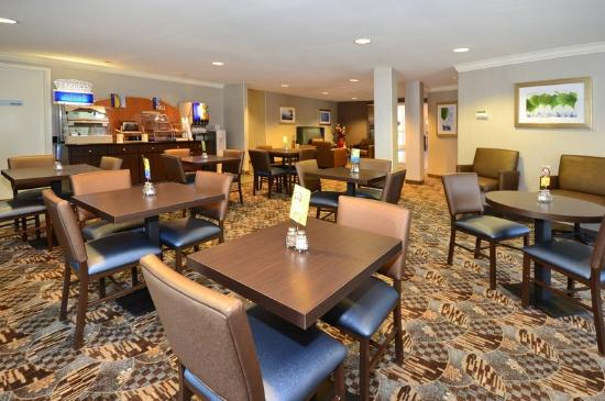 Holiday Inn Express Hotel &amp; Suites - Santa Clara: Breakfast Area