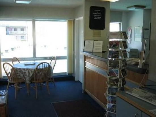Campus Inn: Interior
