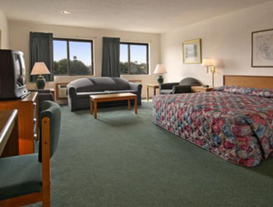 Super 8 Fairview Heights: Suite