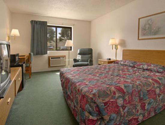 Super 8 Fairview Heights: Standard Queen Bed Room