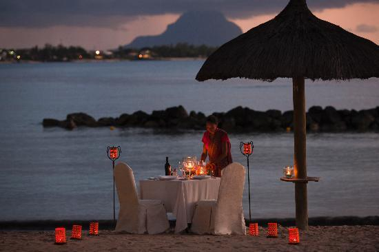 Sands Resort & Spa: Romantic dinner on the beach