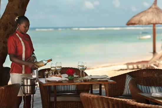 Sands Resort & Spa: PinkPepperCorn Beach Restaurant
