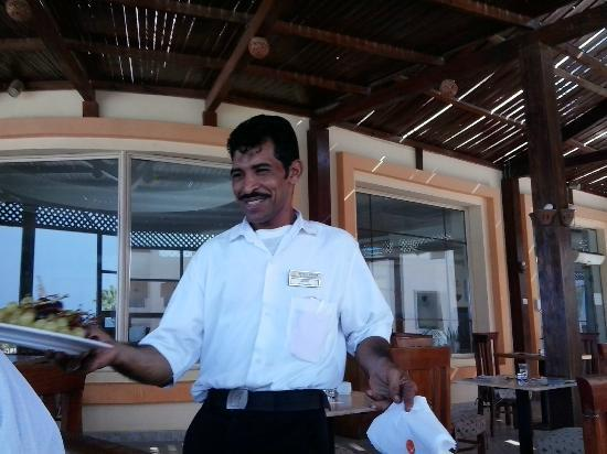 Blue Reef Red Sea Resort: restaurant staff