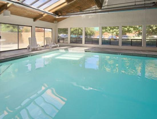 Super 8 Union Gap/Yakima Area: Indoor Pool