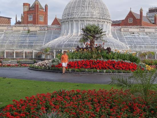Holiday Inn Express Belfast City Queens Quarter: Botanical Gardens were lovely.   What a great way to spend your first morning in Belfast!  All w