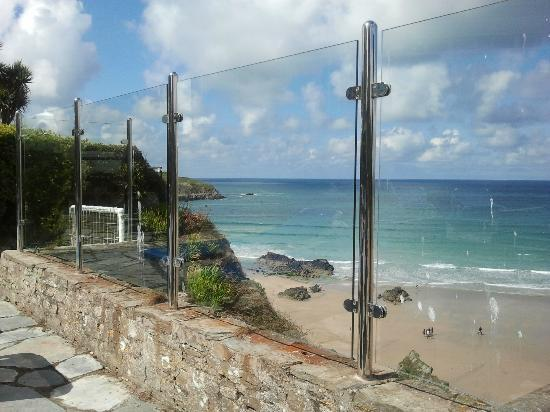 Trebarwith Hotel: Looking back to the top of the steps from the veranda