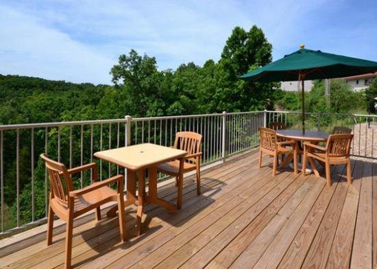 Sleep Inn &amp; Suites Lake of the Ozarks: patio
