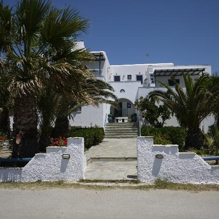 Coralli Beach Apartments: Hotel facade