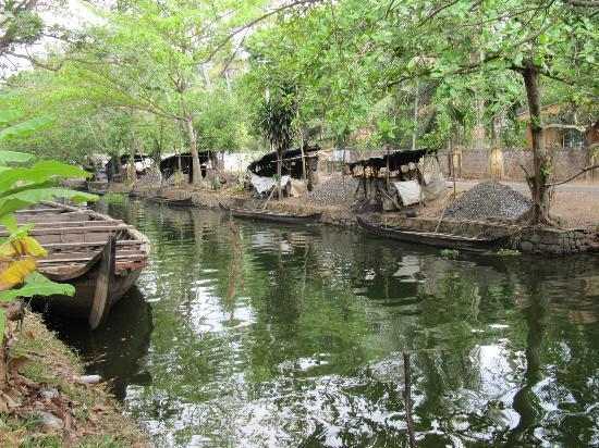The Park on Vembanad Lake: A walk along the nearby canal.
